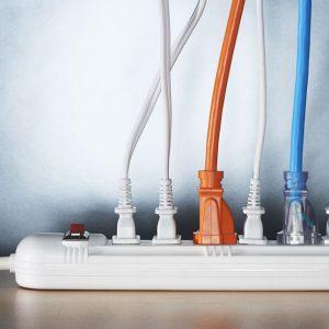 10 نصائح أمان يجب أن تعرفها عند التعامل مع الكهرباء المنزلية