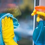 افضل الطرق لتنظيف النوافذ